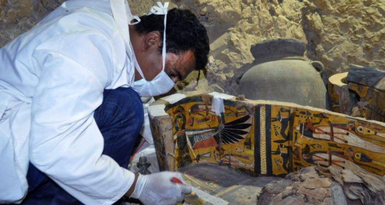 Descubren varias tumbas