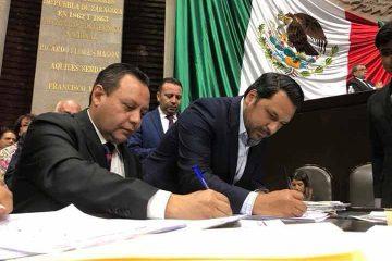 Firma Braulio Guerra reforma para la eliminación del Fuero Constitucional