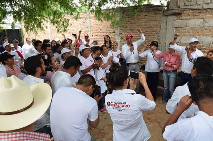 Acompaña Osorio Chong a Ernesto Luque en recorrido por comunidad de Jesús María