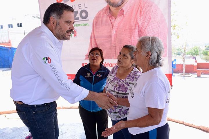 Manuel Pozo Cabrera, candidato a diputado federal por el tercer distrito, sostuvo un encuentro con la comunidad de adultos mayores de la colonia Loma Bonita, donde reconoció el legado de valores y esfuerzo que han realizado y que