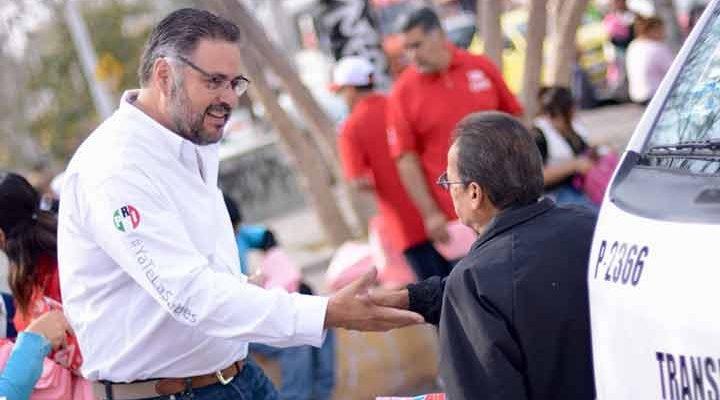 Escucha Manuel Pozo quejas del transporte público de habitantes de Carrillo Puerto