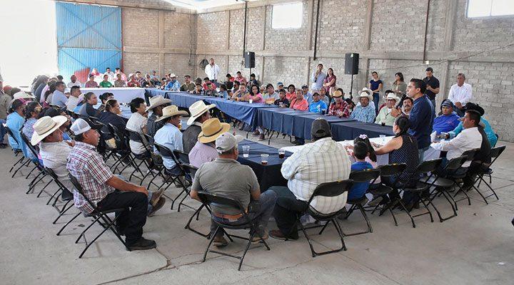 Convive Roberto Sosa con líderes de Presa de Bravo