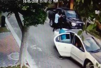 Atacan a persona en su camioneta en Juriquilla (video)