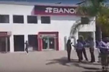 Robo a sucursal de Banorte en Jurica, entra sujeto armado