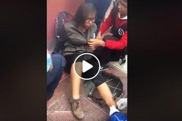 Registro en malas condiciones provoca accidente a una joven en el Centro Histórico